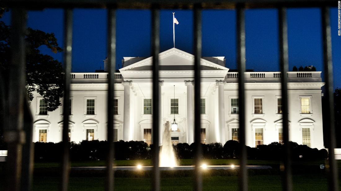 Secret Service tells reporters to leave White House grounds