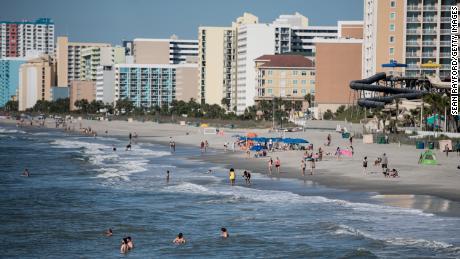 17 estudiantes de secundaria dan positivo después de un viaje a Myrtle Beach