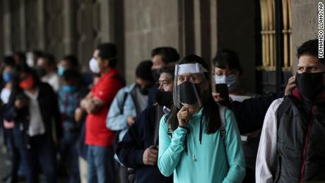 México y partes de Brasil vuelven a abrir después del cierre, a pesar de los crecientes casos de coronavirus