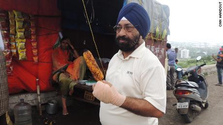 Lakhjeet Singh, de 68 años, dio positivo por Covid-19 pero no pudo encontrar un hospital para admitirlo.