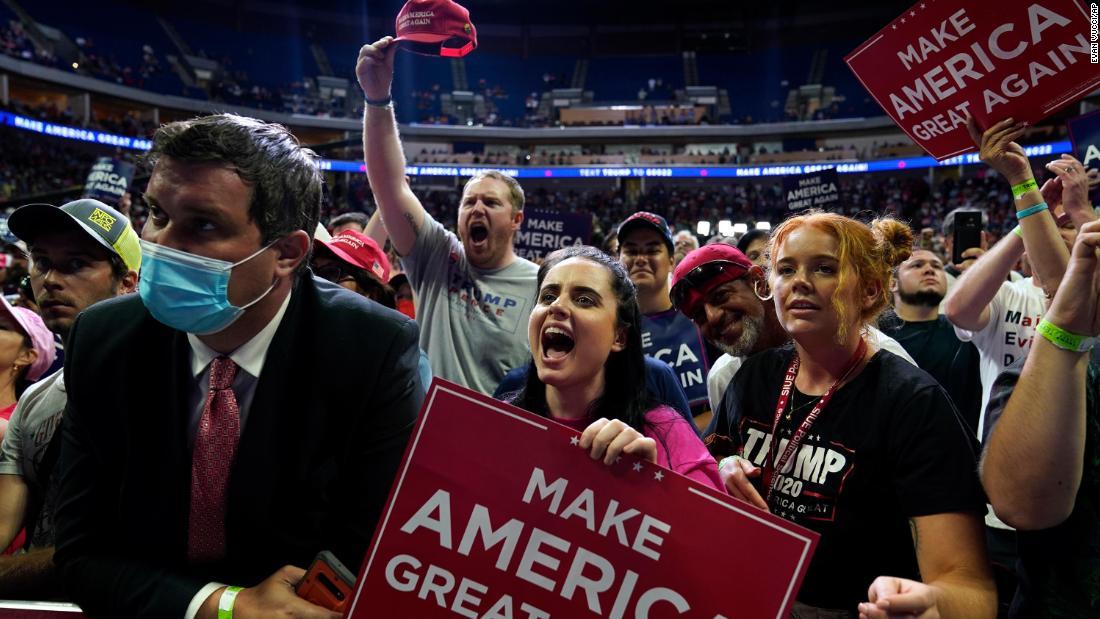 La campaña de Trump había eliminado las etiquetas de distanciamiento social antes del mitin de Tulsa