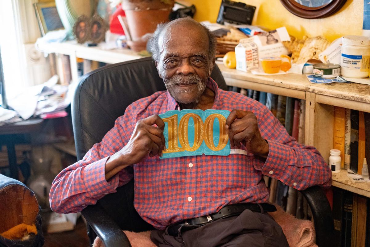 El veterano de la Segunda Guerra Mundial James, de 100 años, ha estado luchando contra el desalojo