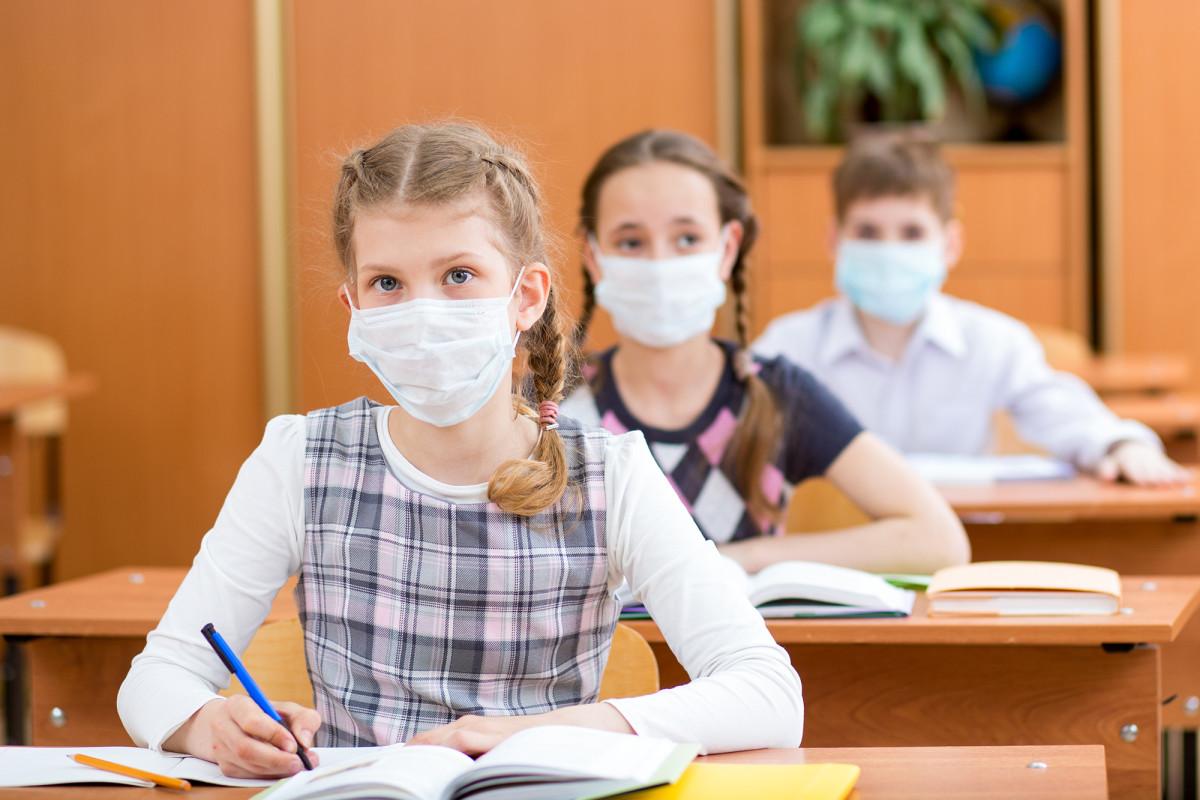 Los pediatras piden que los niños regresen a la escuela de manera segura este otoño