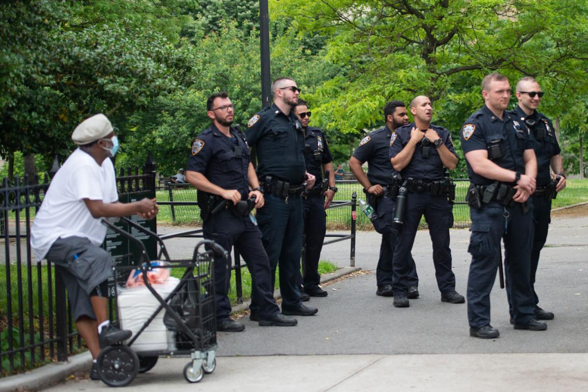 Los tiempos de respuesta al 911 podrían aumentar si se reduce el personal de NYPD: fuentes
