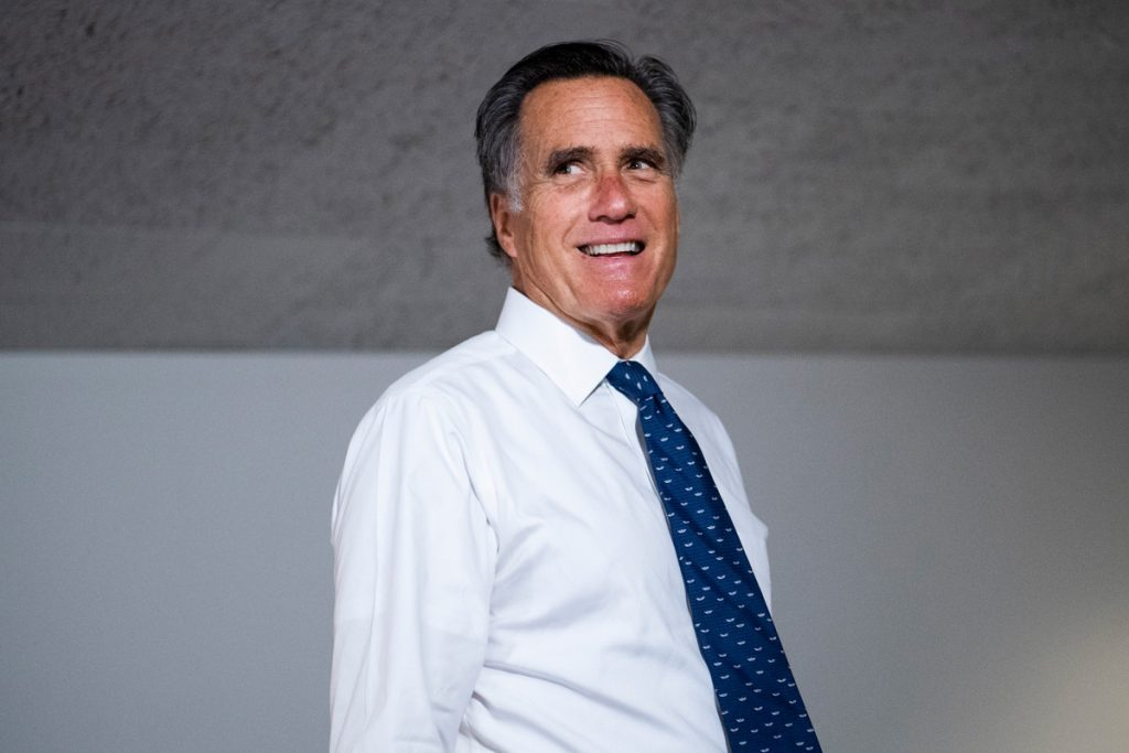 Romney trabaja para evitar que Trump retire tropas de Alemania