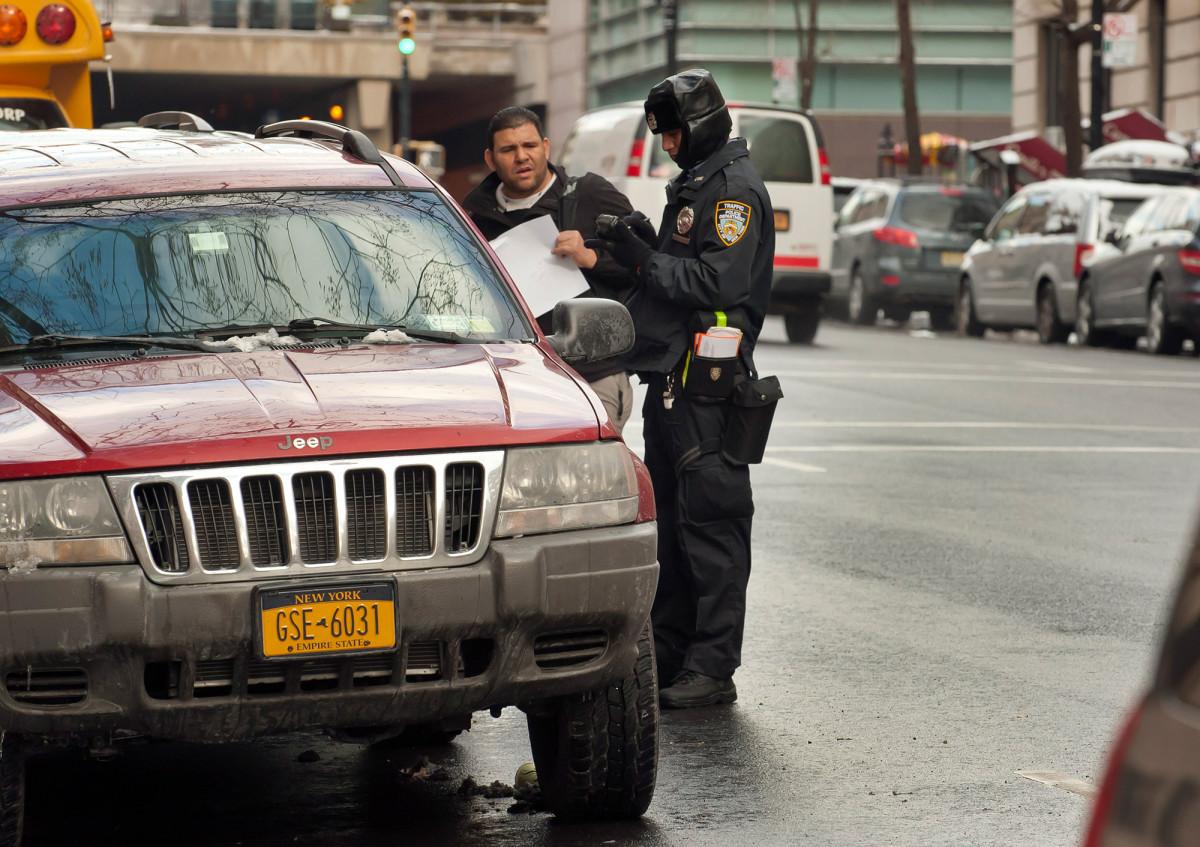 """¿Qué hace el nuevo presupuesto de Nueva York al amparo de """"desembolsar la policía de Nueva York"""""""