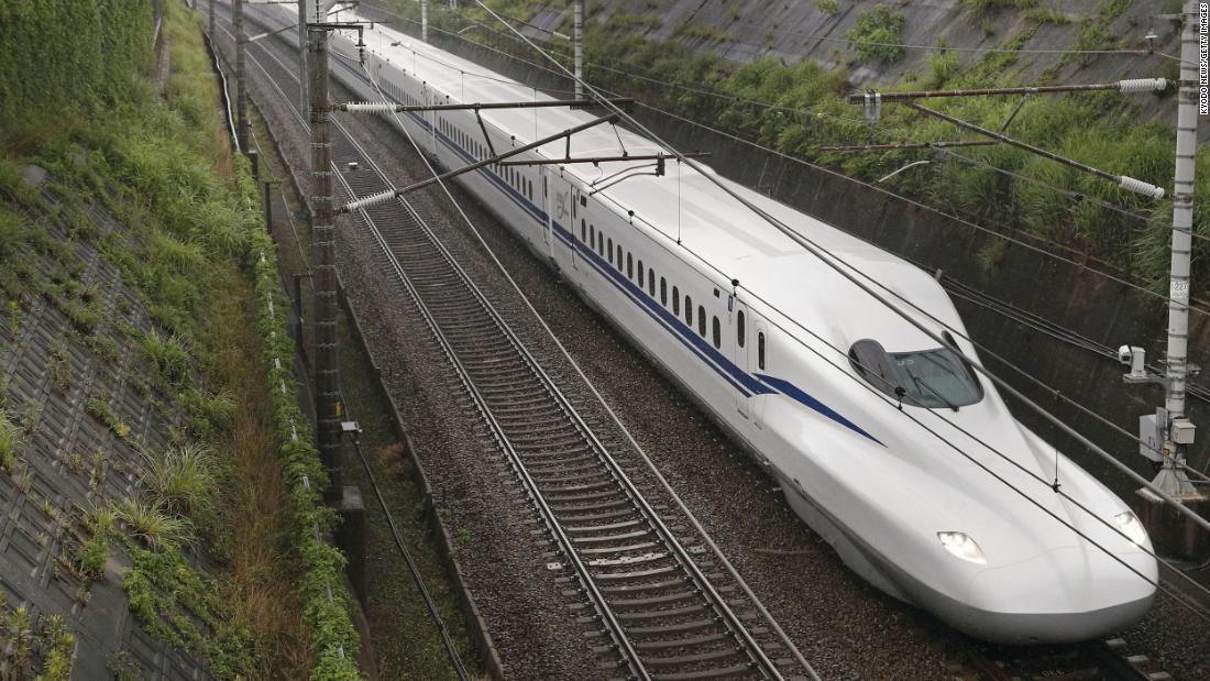 Japón lanza nuevo tren bala Shinkansen