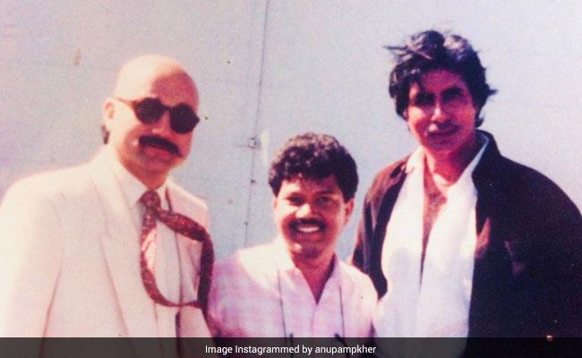 Amitabh Bachchan y Anupam Kher en una rara foto de retroceso
