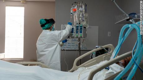 2 condados de Texas instan a los residentes a refugiarse en el lugar a medida que los hospitales alcanzan su capacidad