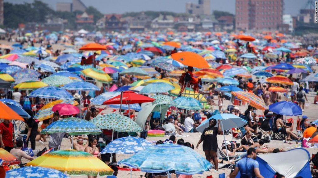 Coronavirus de EE. UU .: algunos celebraron el 4 de julio virtualmente, mientras que otros abarrotaron playas a pesar del aumento de Covid-19