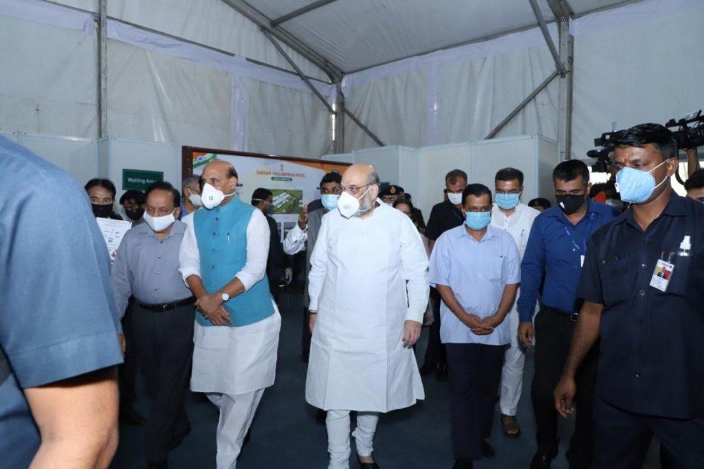 Amit Shah, Rajnath Singh, Arvind Kejriwal visitan el hospital Covid-19 de 1,000 camas construido en DRDO en Delhi