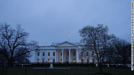 Cómo la Casa Blanca cambió su cálculo en el brote de coronavirus