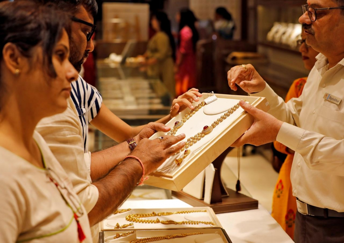 Indian travel curbs thwart gold smugglers, boost legal market