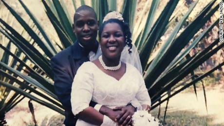 Ken y Elsie Sazuze se conocieron cuando eran adolescentes en su Malawi natal. Como adultos en el Reino Unido, la pareja decidió volver a la escuela y estudiar enfermería. Ambos pronto enfrentaron racismo y discriminación, pero soportaron sus luchas juntos.