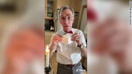 Bill Nye analiza la razón por la que todos deberíamos usar una máscara facial