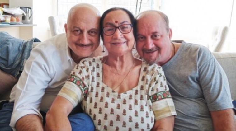 Anupam KHer, madre Dulari, hermano Raju