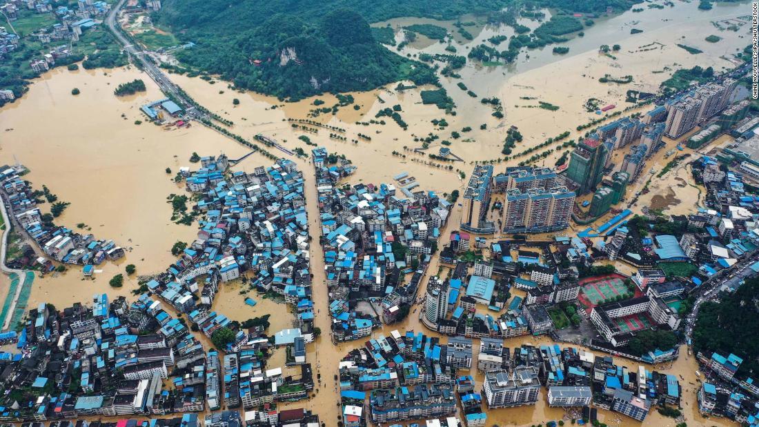 China acaba de contener el coronavirus. Ahora está luchando contra algunas de las peores inundaciones en décadas.