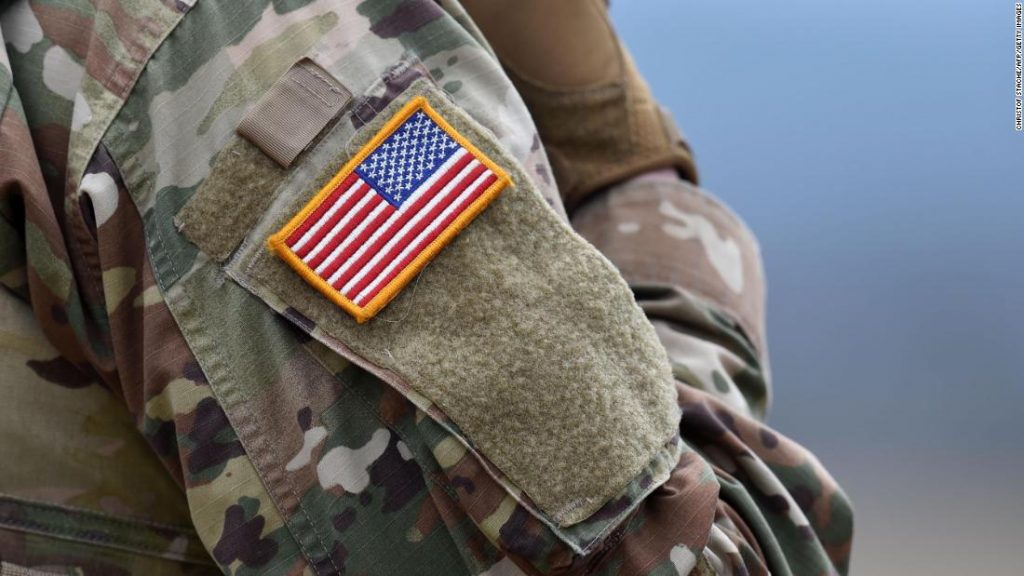 Esper revela orientación sobre símbolos que prohíben efectivamente la bandera confederada en instalaciones militares