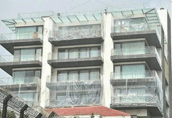 La casa de Shah Rukh Khan Mannat en láminas de plástico