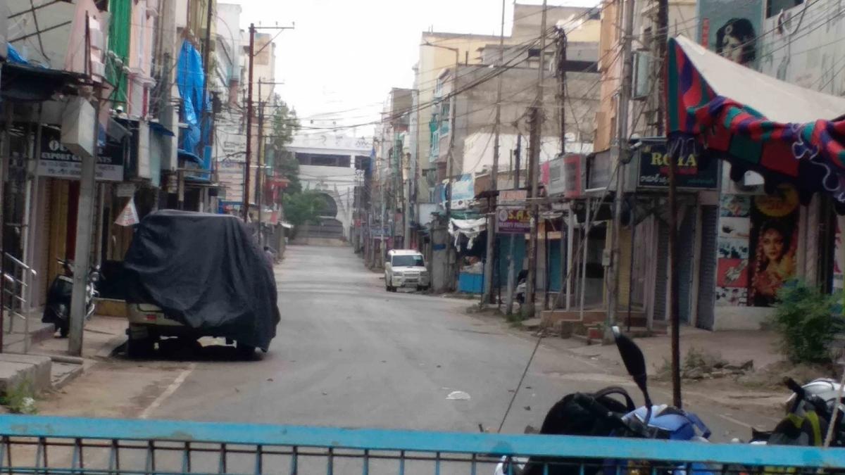 Night curfew, Sunday lockdown to continue in Karnataka