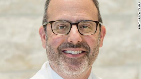 Jefe de cuidados críticos en el Centro Médico Mercy de Baltimore fallece debido a complicaciones de Covid-19