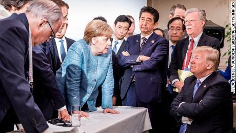 """Después de una cumbre rencorosa del G7 en 2018 en Canadá y un """"algo deprimente"""" resultado, la oficina de Merkel lanzó esta foto."""