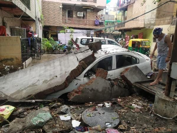 colapso de la pared delhi