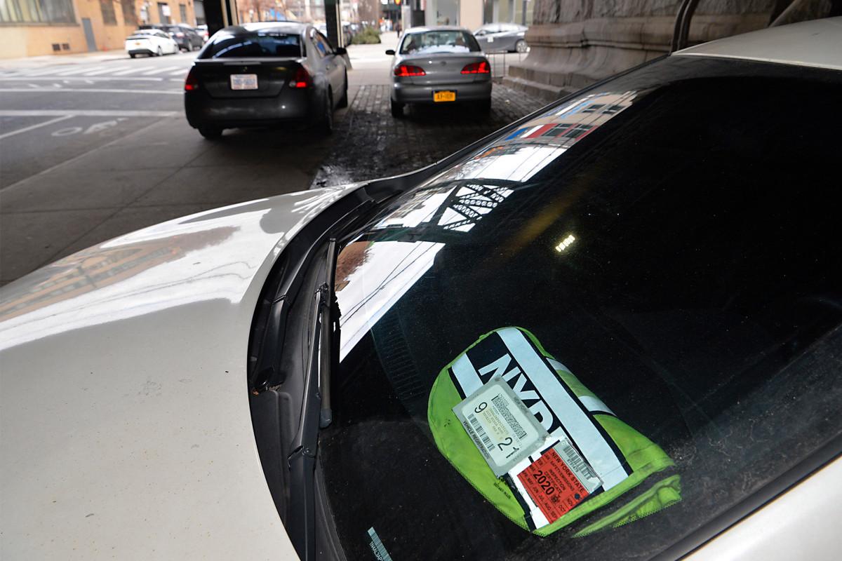 Ayuntamiento admite nueva unidad de desmantelamiento de presupuesto para represión de pancartas