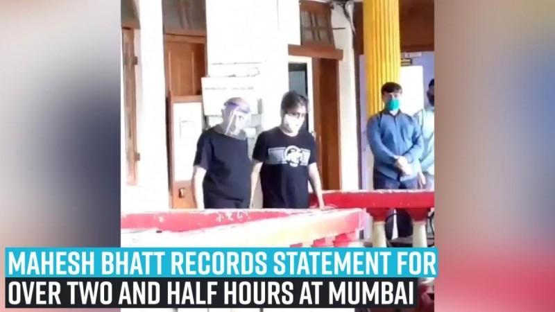 Mahesh Bhatt registra una declaración de más de dos horas y media en Mumbai