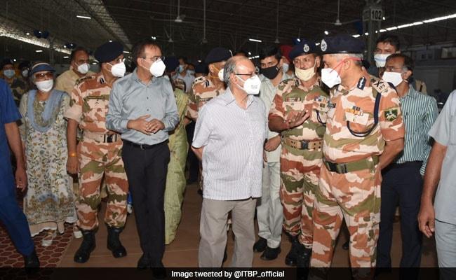 El Vicegobernador de Delhi, Anil Baijal, inaugura el Centro de Atención COVID en Chhatarpur, el más grande del mundo