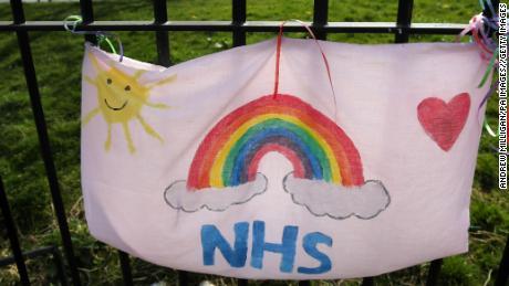 El servicio de salud de Gran Bretaña es parte de su psique nacional. También está en soporte vital