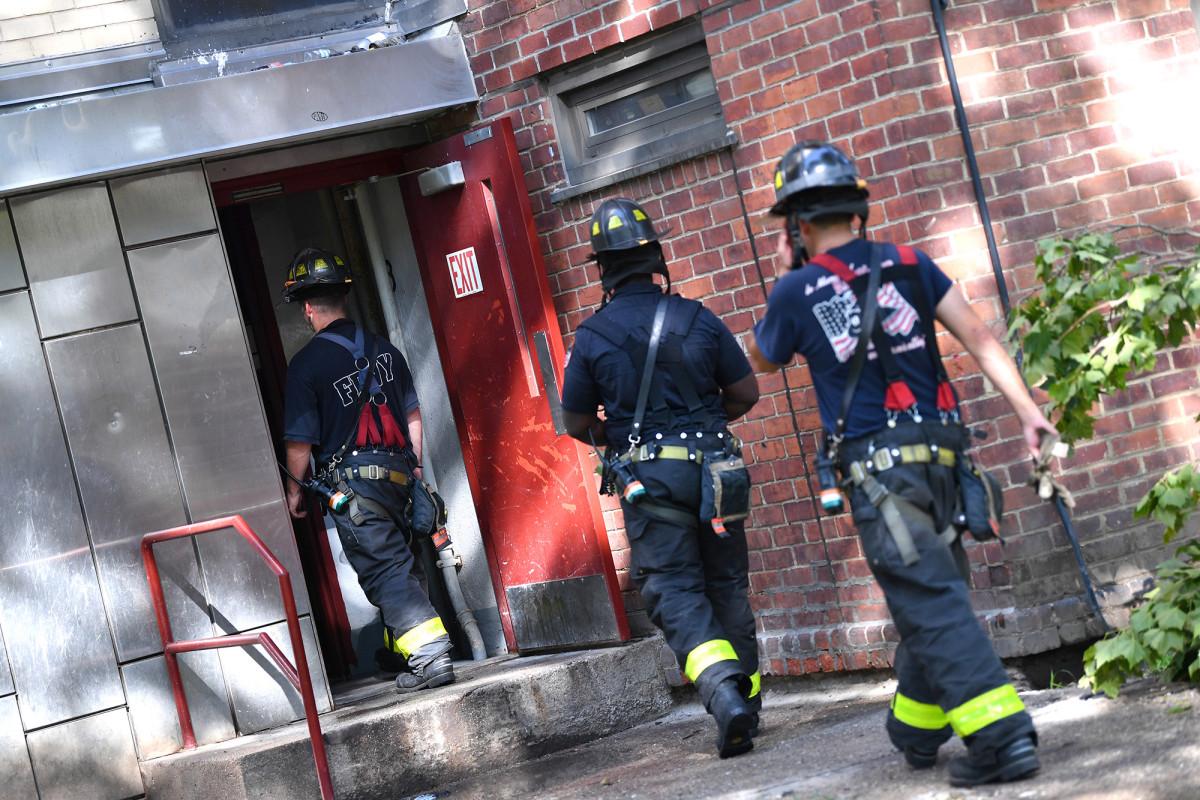 FDNY rescata a 4 del incendio de Brooklyn