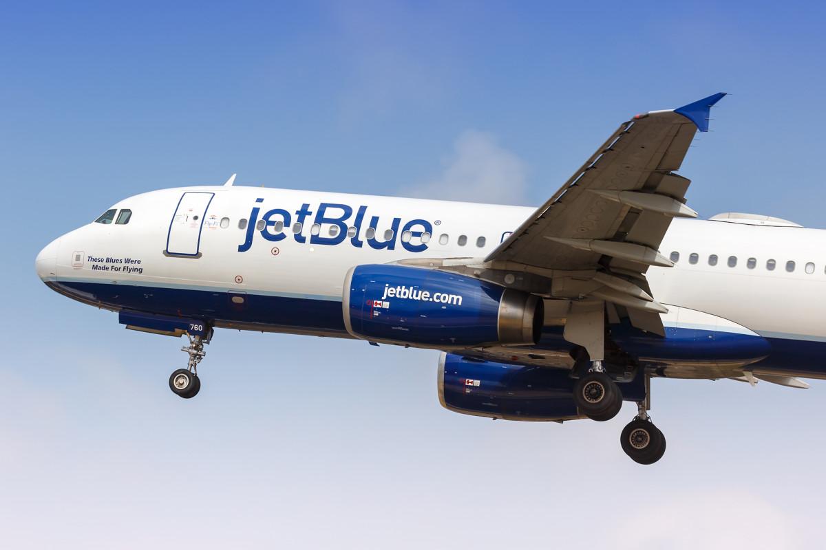 JetBlue continuará bloqueando los asientos intermedios hasta al menos septiembre