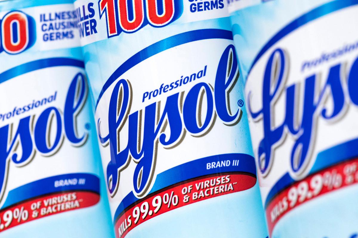 La EPA aprueba el uso de desinfectante Lysol en superficies para proteger contra el coronavirus