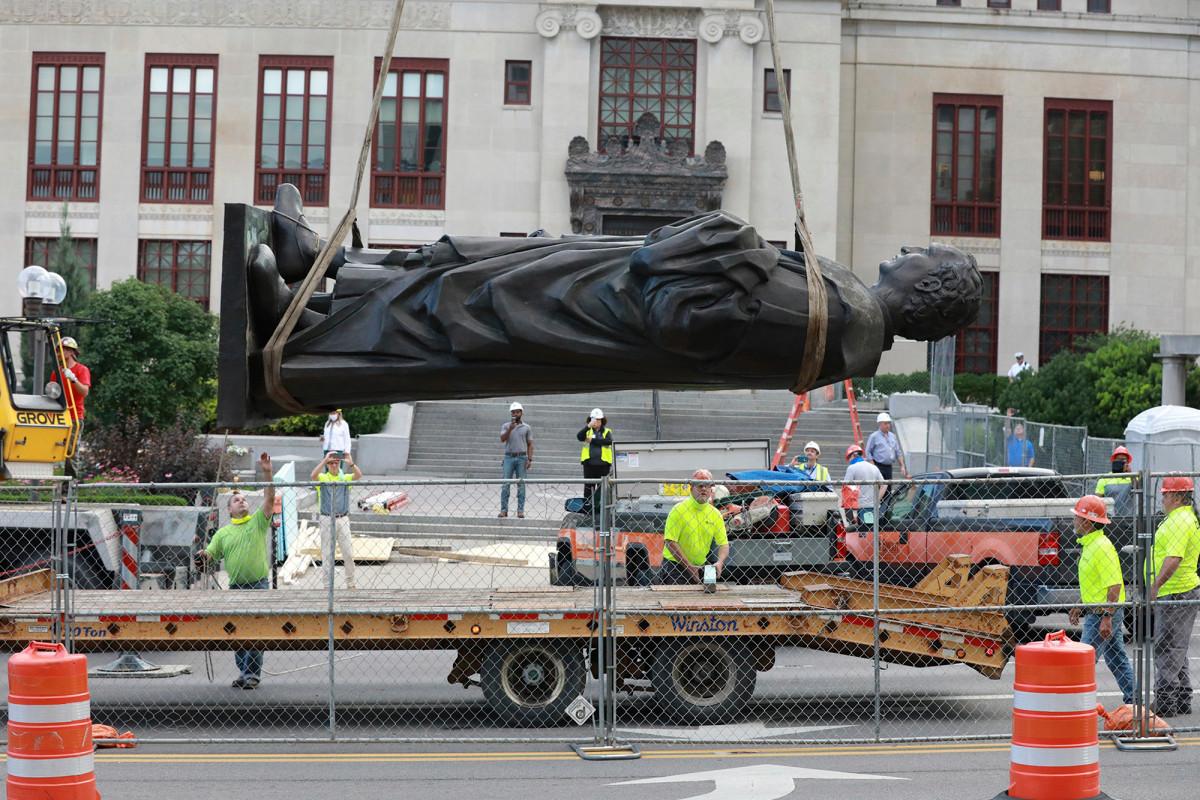 La ciudad de Ohio 'Statuary Sanctuary City' ofrece hogar para esculturas