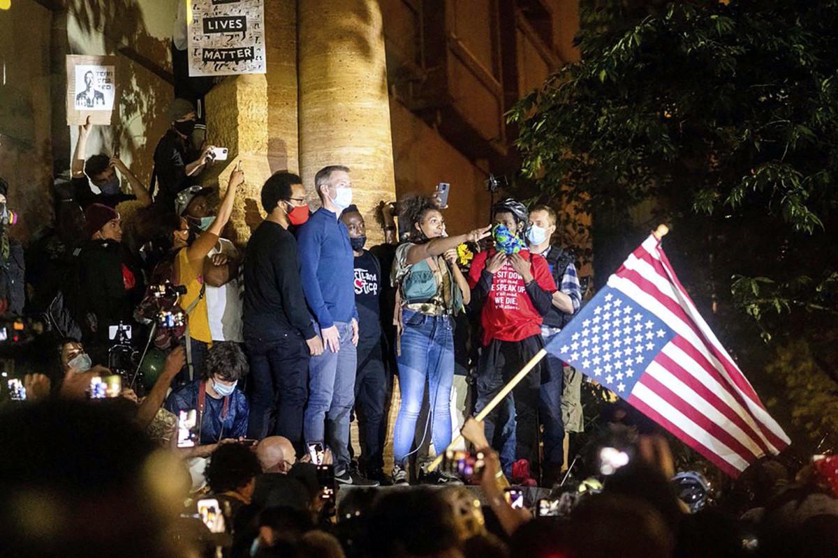 La policía bloqueó el arresto de observadores en las protestas de Portland