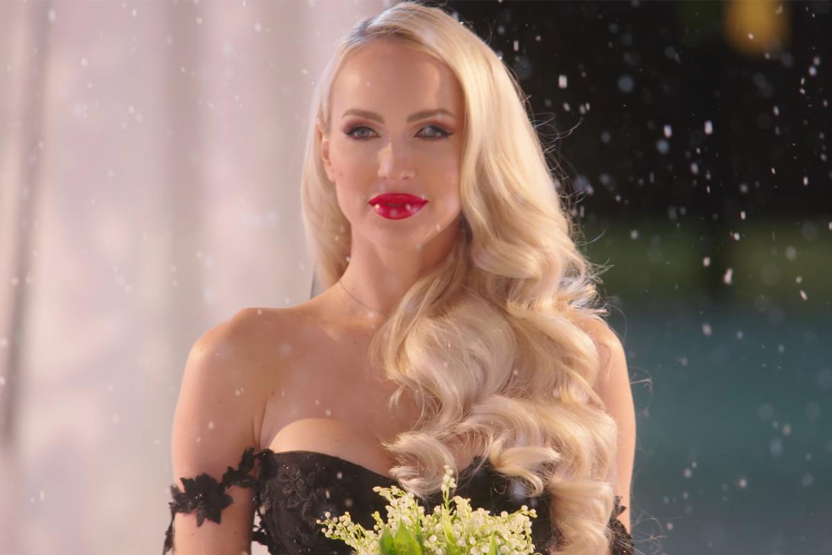 La venta del tráiler de la temporada 3 de Sunset revela la boda de Christine y el divorcio público de Chrishell