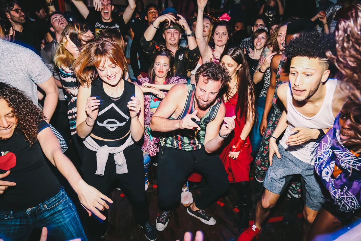 Los conocedores de la vida nocturna de Nueva York predicen 'no más pistas de baile' después de COVID
