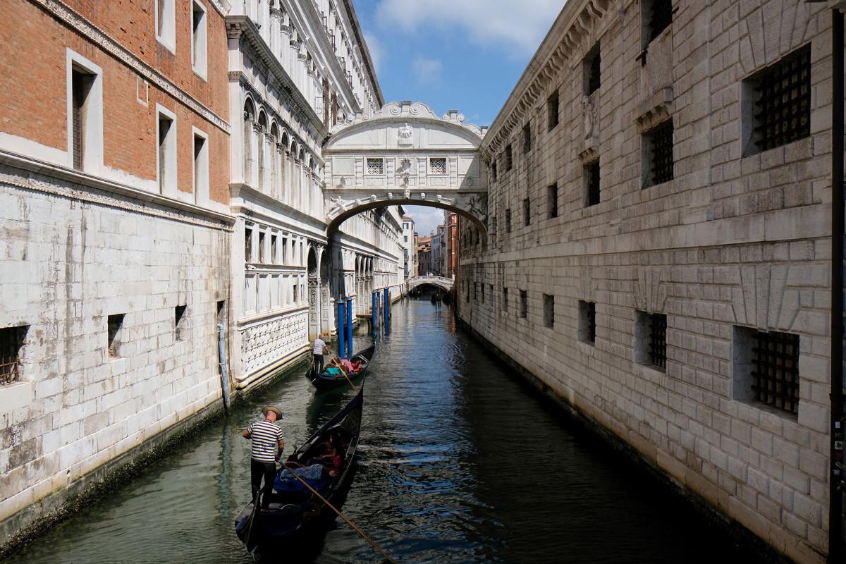 Los recorridos en góndola por Venecia restringen la capacidad debido a los turistas con 'sobrepeso'