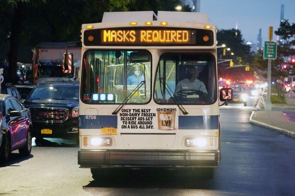 Los violentos conductores de autobuses que se niegan a usar máscaras provocan un aumento en los ataques de MTA