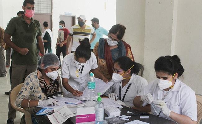 Más de 24,000 casos de coronavirus en India en 24 horas por primera vez