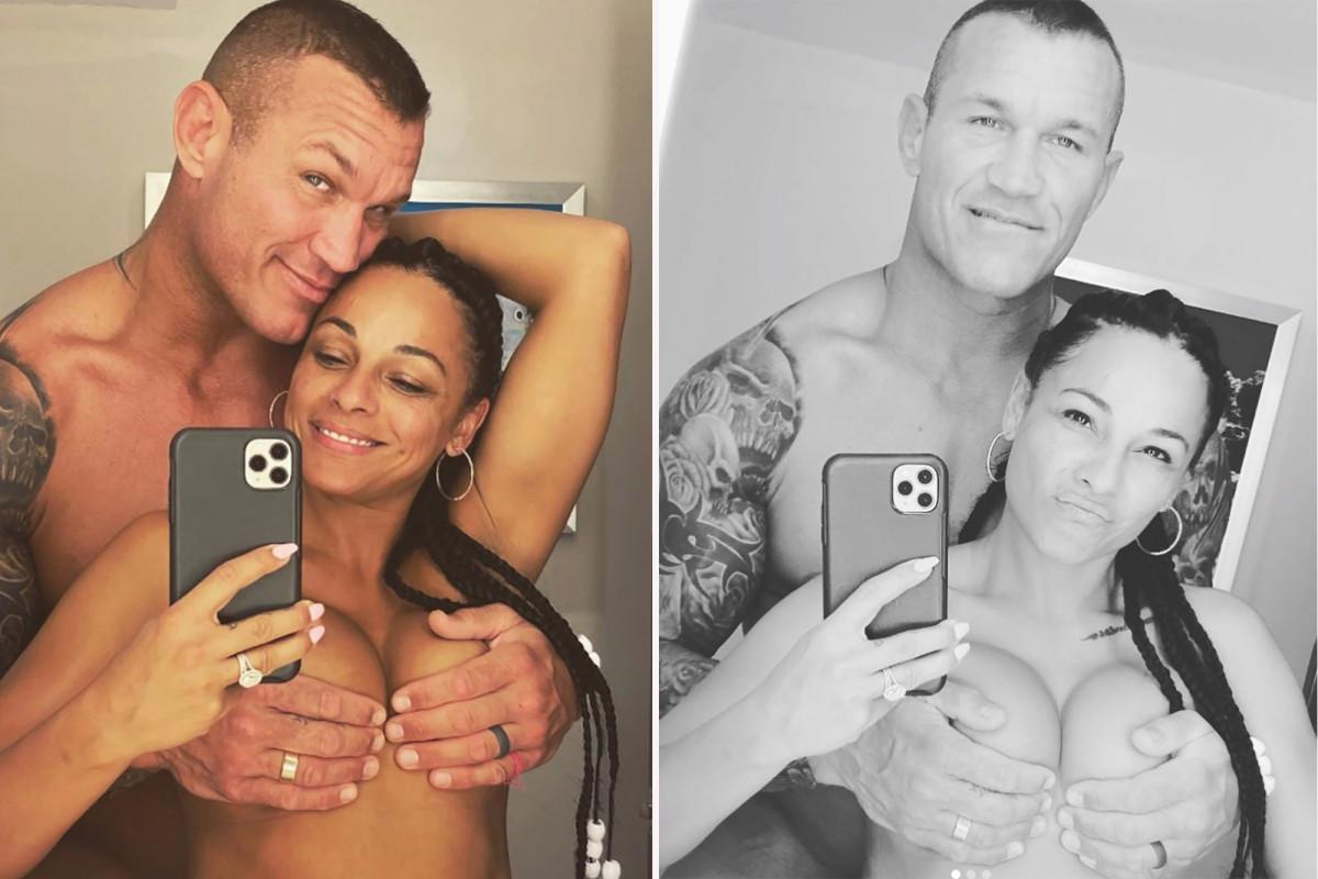 Randy Orton comparte fotos de su esposa en topless