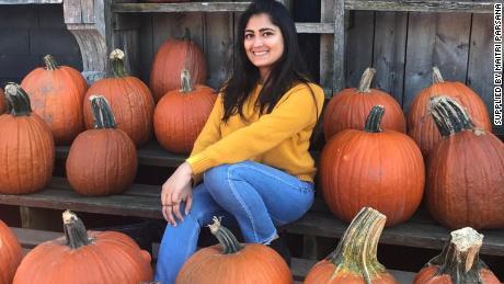 Maitri Parsana en los Estados Unidos, donde estudió en la Universidad de Buffalo durante tres años.