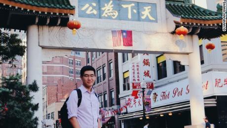 Tianyu Fang en el barrio chino de Boston. Fang completó su escuela secundaria en el área de Boston.