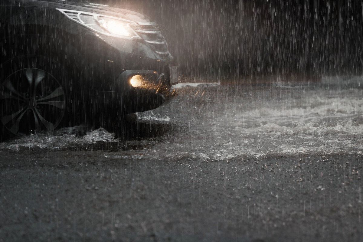 Una inundación repentina lleva al conductor de DoorDash a través del sistema de drenaje NJ