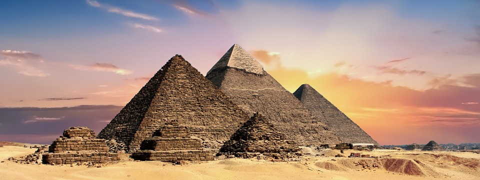 Egipto invita a Musk a ver si los extraterrestres construyeron pirámides