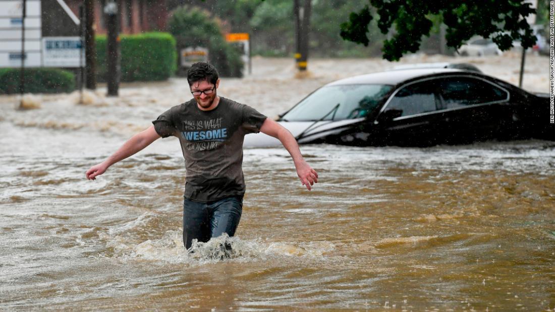 Isaias: Después de matar a 5 en la costa este, la tormenta ha llegado a Canadá