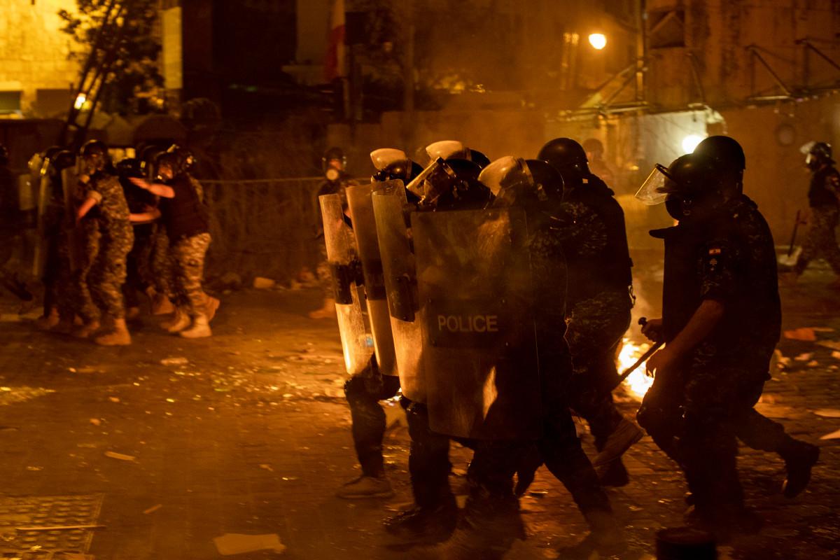 Protestas contra el gobierno hierven a fuego lento en Beirut después de la explosión del puerto