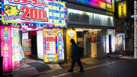 Cuando tu casa es un cibercafé japonés, pero la pandemia del coronavirus te obliga a salir