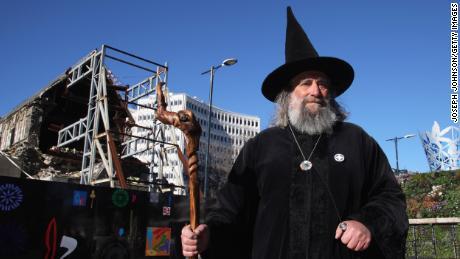 The Wizard después de que Christchurch Square reabriera al público en 2013 luego de un terremoto mortal en 2011.
